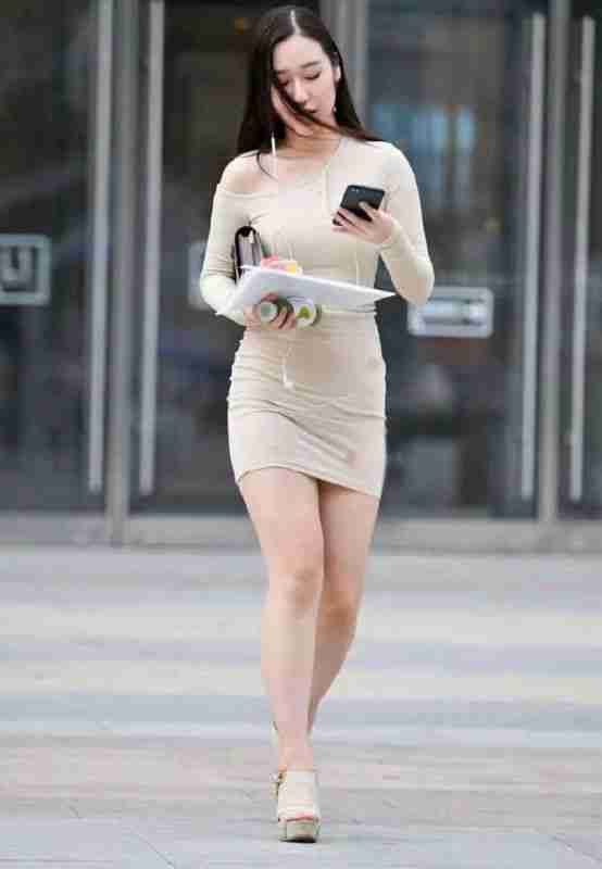 美女紧身裙美女勾勒好身姿,看轮廓就一目了然