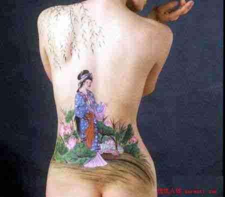 美人后背的人体彩绘图案欣赏