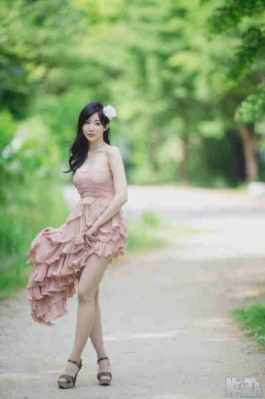 抹胸裙美女