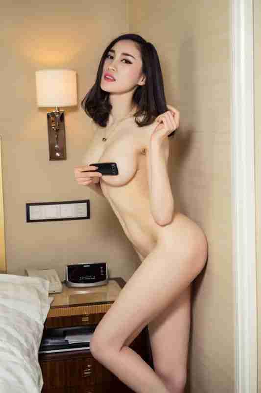 劲爆大尺寸玫瑰女神芝芝艺术片似裸非裸看点足