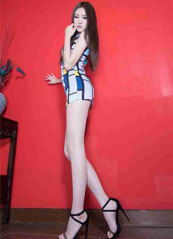 修长玉腿性感曲线高清写真