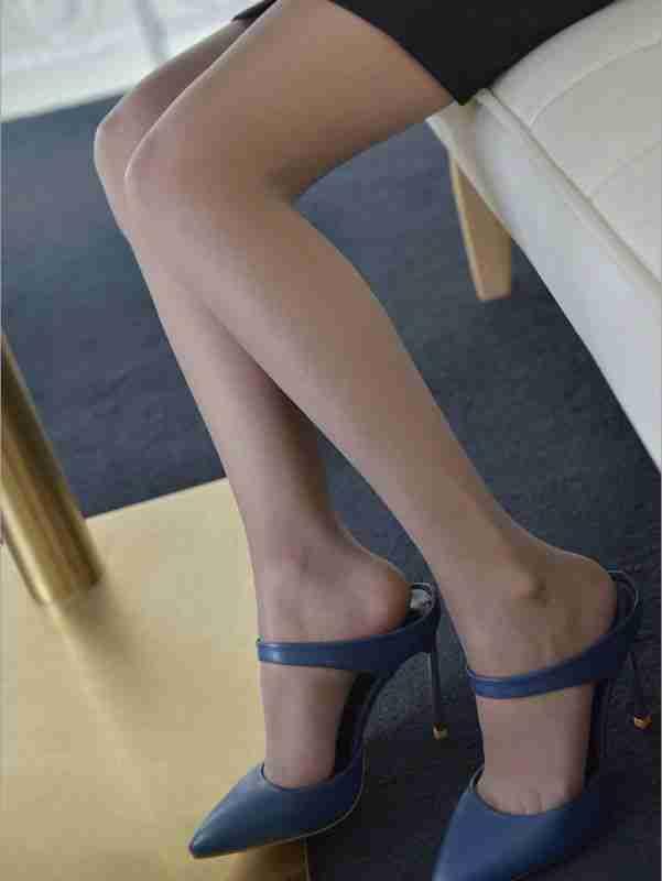 高跟美腿丝袜性感迷人写真