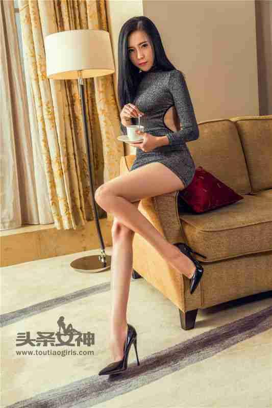 高跟小细腿美女伊一超短裙写真