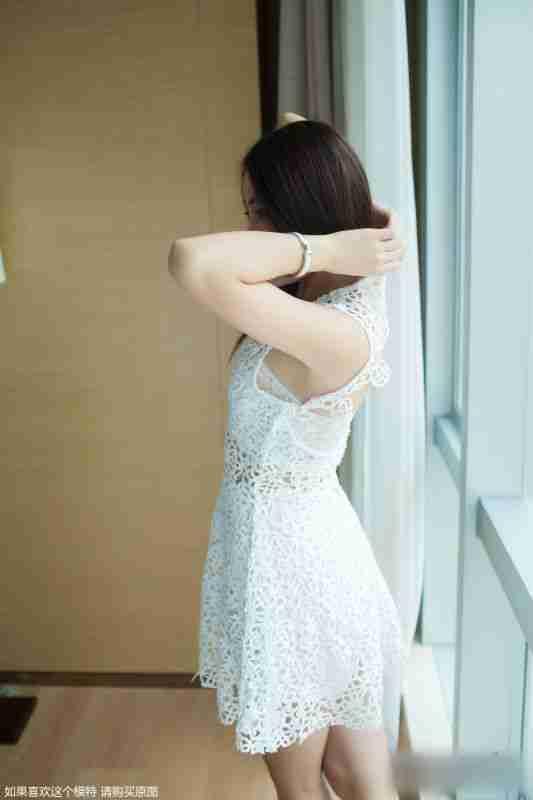 大眼清纯短发美女夏沫吊带蕾丝裙气质写真
