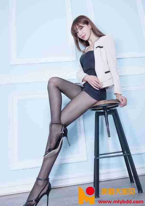 豪乳少妇秀丝袜大长腿