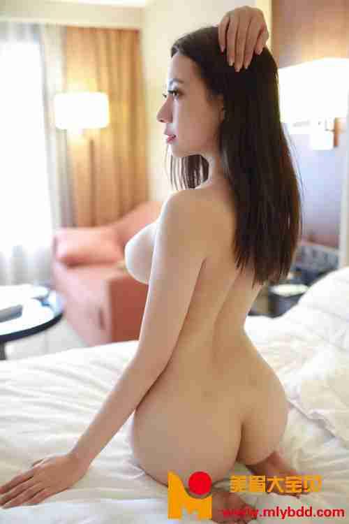 超大尺度大胸美女果儿真空秀美乳