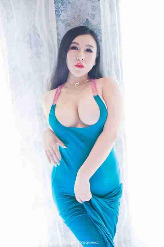 蓝色沙滩裙湿身贴身诱惑和白色蕾丝半球浑圆