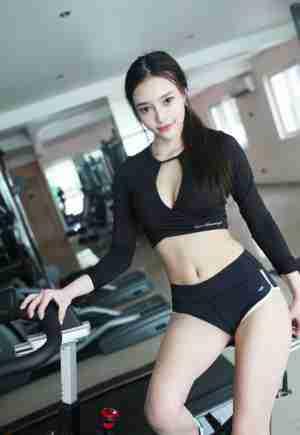 性感模特唐琪儿健身房诱惑身材完美曲线