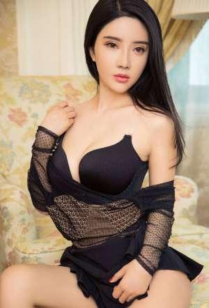 美女巨乳性感大胆的人体写真少妇私房图