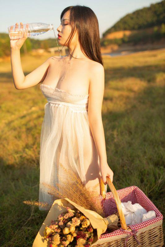下凡仙女野外真空薄纱遮体