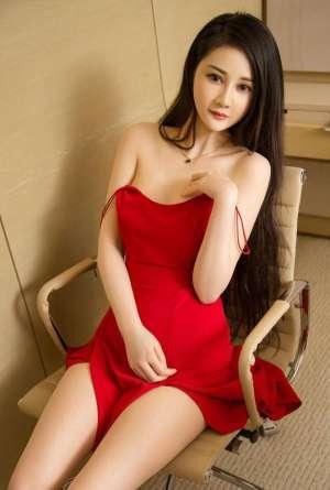 白皙美少妇 性感低胸诱惑私房诱惑写真