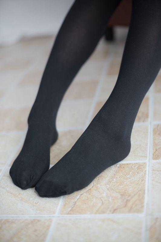黑丝红格子裙 萝莉丝袜写真套图
