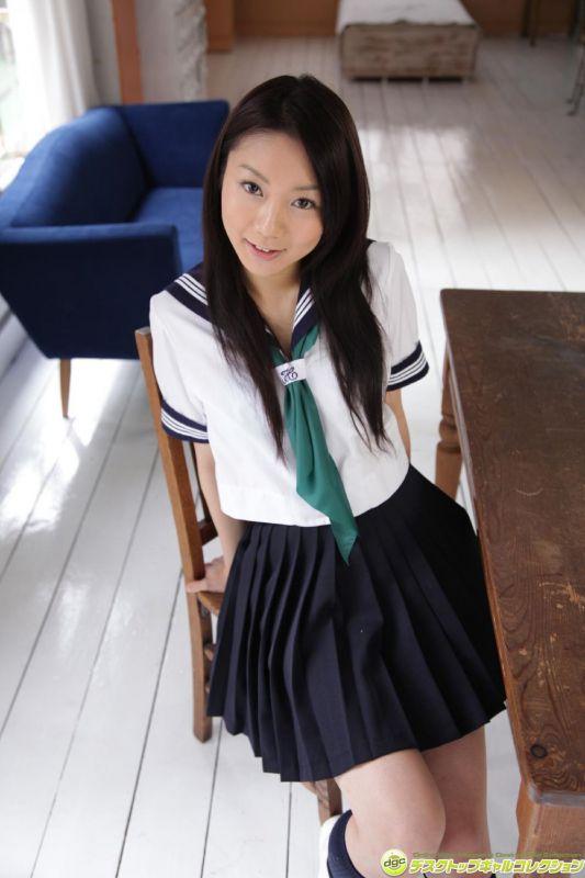 智世星野智世 - 制服少女☆智世の究極の萌えポーズで挑発!