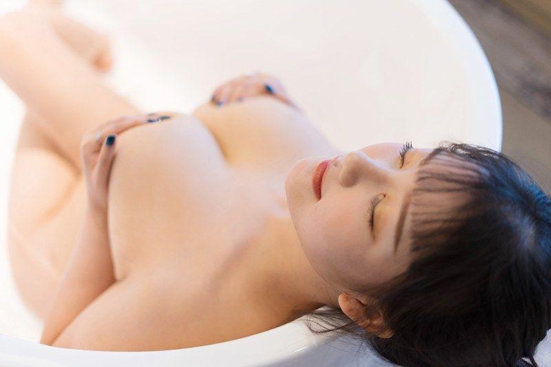 爆乳女仆小尤奈裸体围裙胴体白净极度诱惑