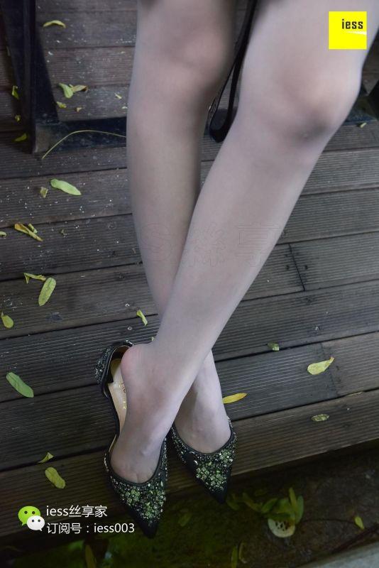 七七 《水池旁嬉戏的少女》 丝足写真