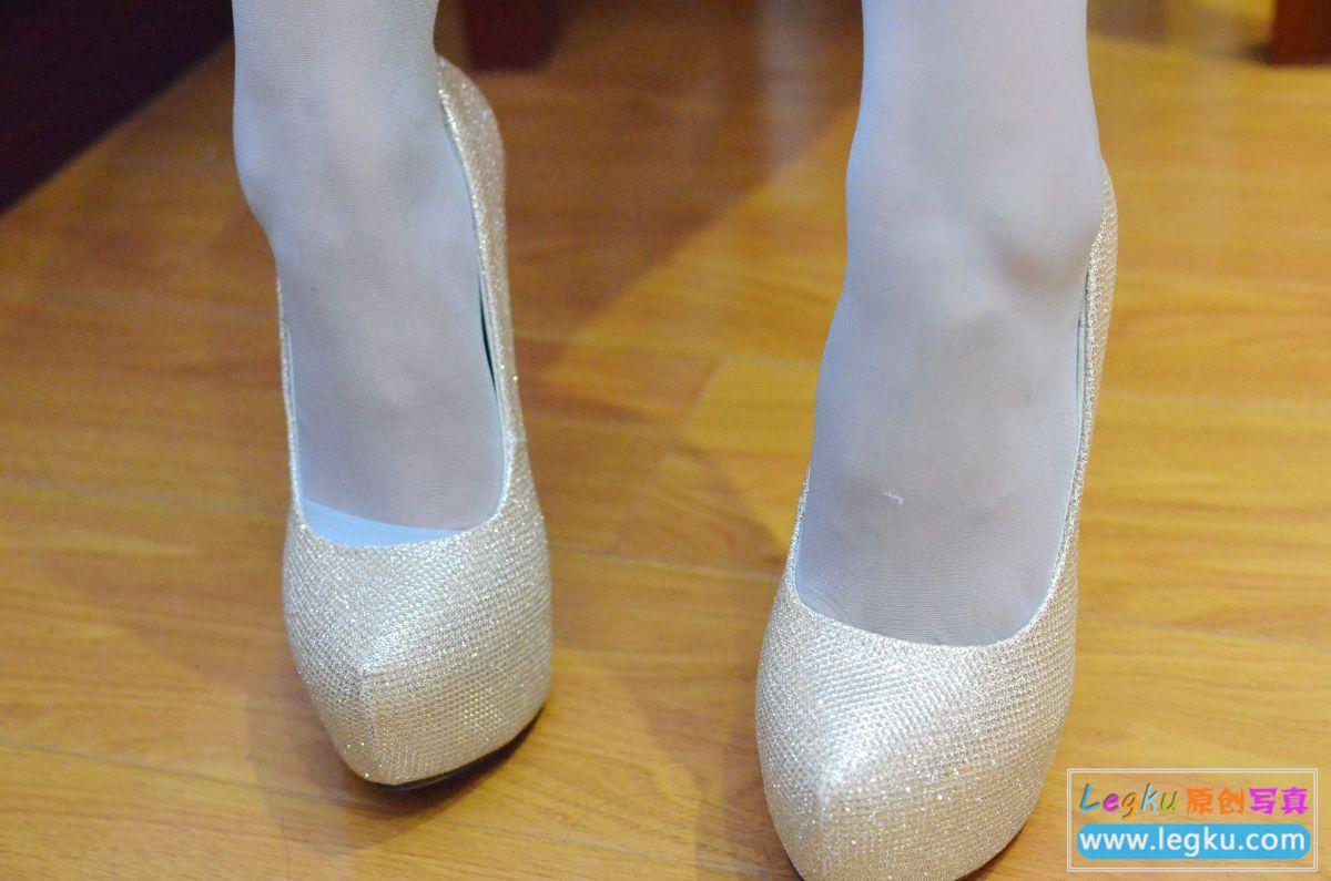浅蓝色丝袜美腿美足 写真套图