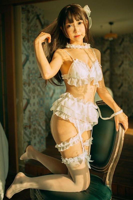 巨乳萝莉演绎白丝女仆等你来调教[40P]