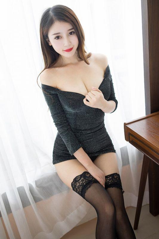 美丽的低胸模特写真[21P]