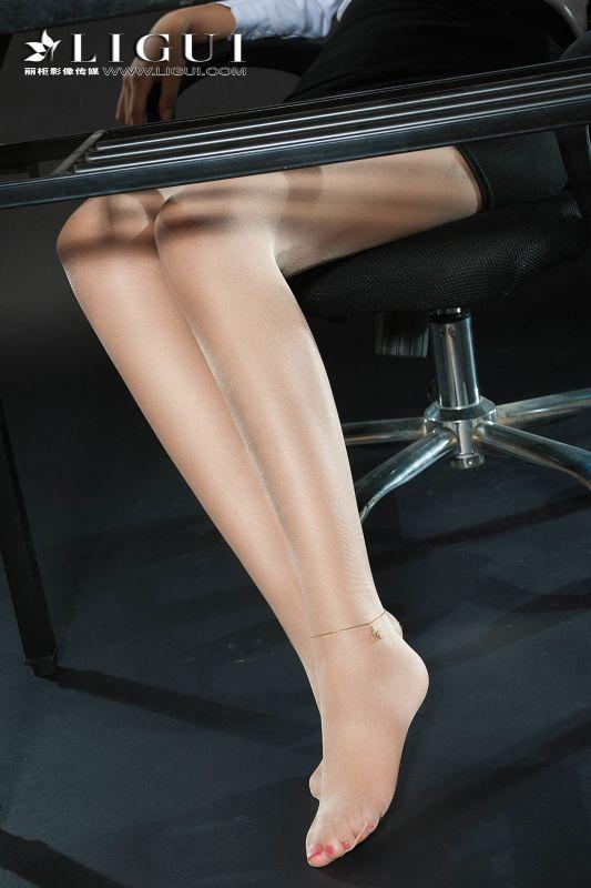 腿模小菲 - 长腿OL肉丝小姐姐