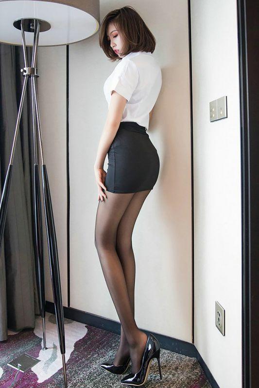 美艳秘书冯木木职业装勾勒完美身段[21P]