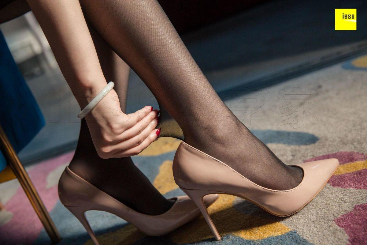 九妹 《九妹开衩裙黑丝》丝袜美腿写真套图