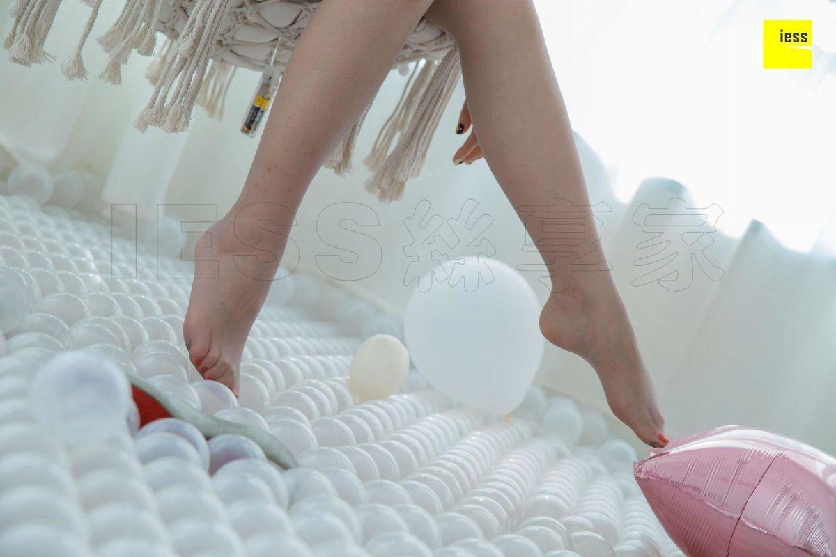姗姗 《玩个球》美腿丝足套图
