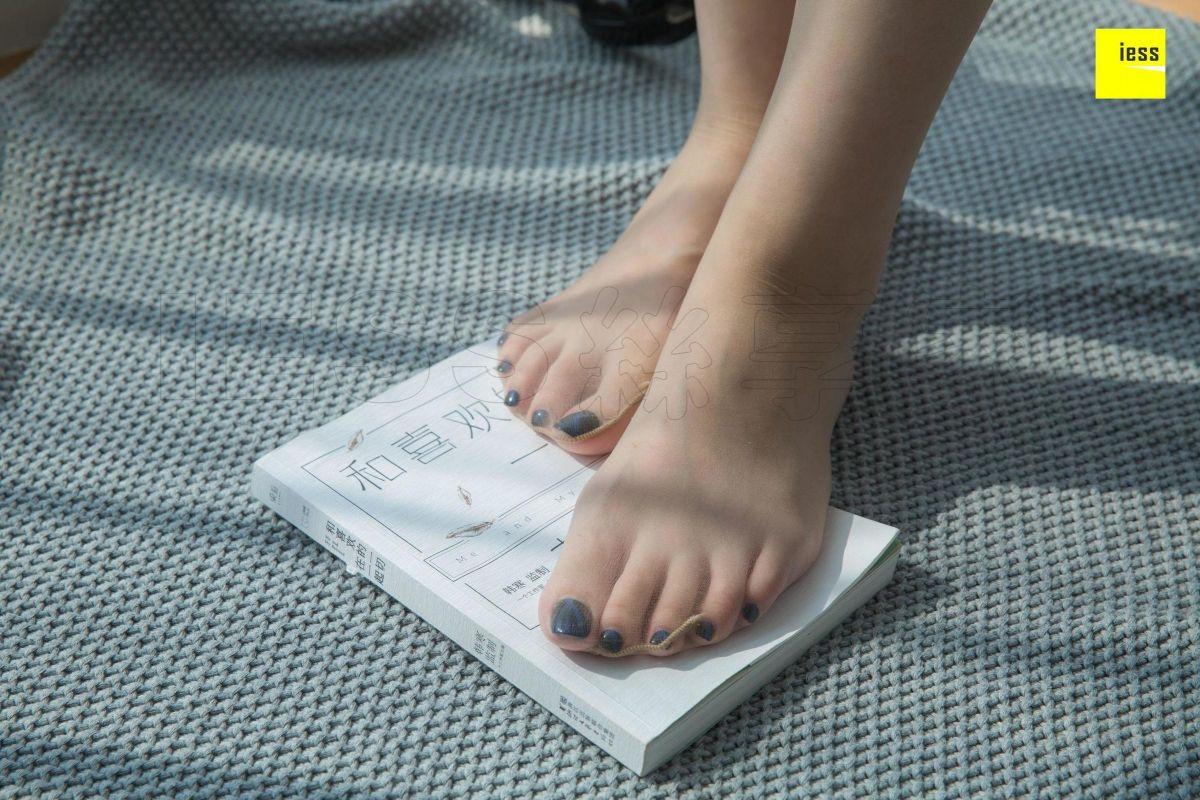 紫紫 《紫紫甜美一字扣凉鞋》写真套图