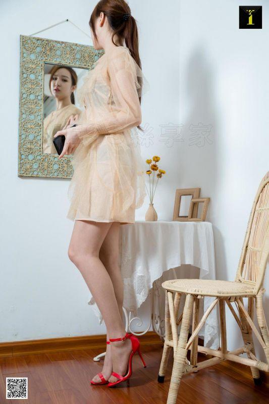 模特 云芝《云芝的一字扣红鞋》美腿丝足写真