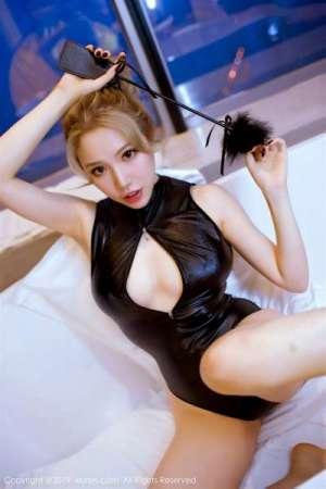 顶级人体艺术美女黄楽然开胸露乳装张腿展私阴写真[25P]