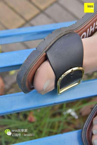 君君 《空调配西瓜 凉鞋配美足》