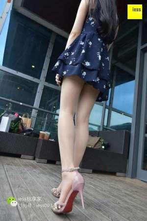 欣欣~《在星巴克晒太阳的姑娘Ⅱ》 丝足写真