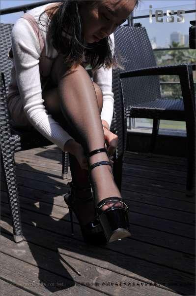 馨月《黑丝与超高跟凉鞋》