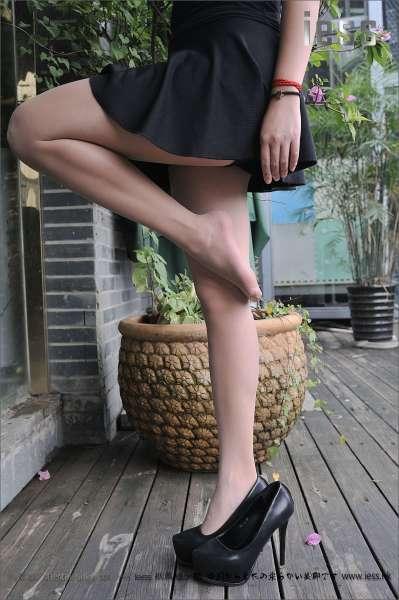 洋洋《户外短裙肉丝》