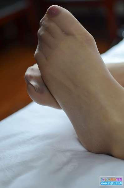 肉丝袜高跟丝足~写真套图