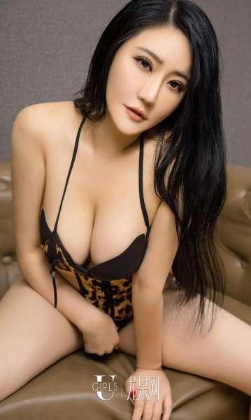 金梓涵 - 巨乳情迷大护士 写真图片