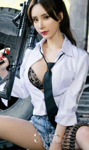 周于希 - 长腿美女擦枪