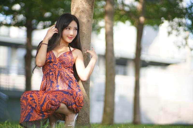 赵芸 台中美術館 优雅长裙外拍 写真