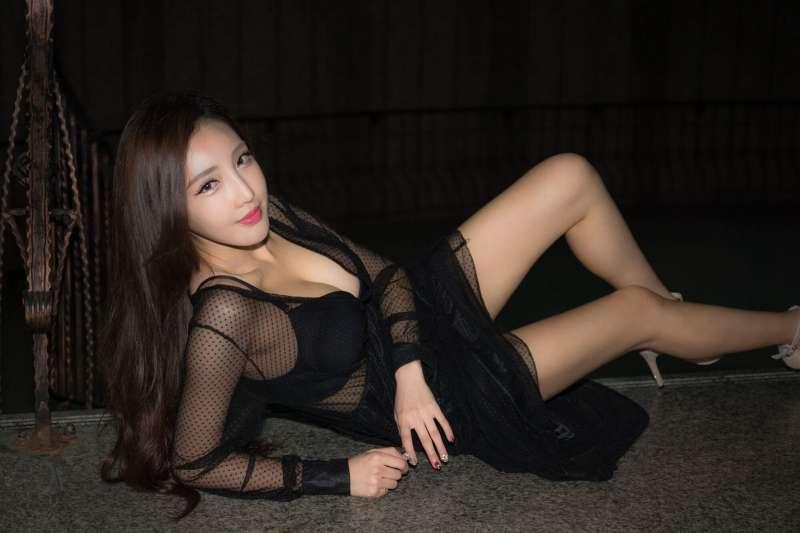 赵芸 - 书法家性感风外拍写真