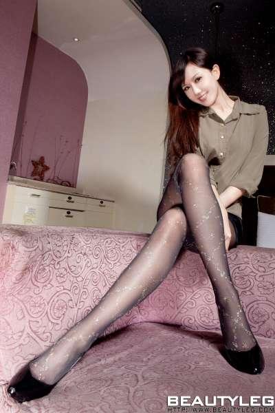 长腿黑丝性感熟女美图