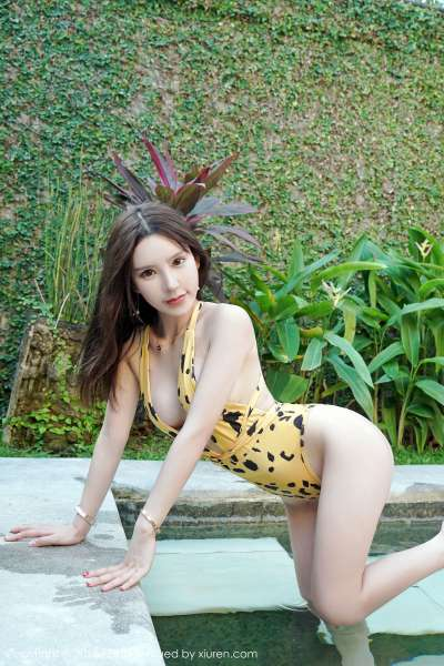 美女主播@周于希海边诱惑写真