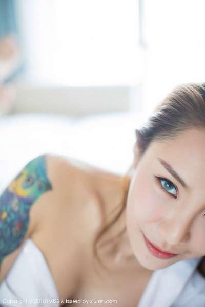 巨乳模特@Vissa首套性感诱惑写真
