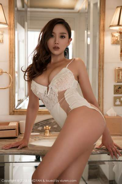 模特@白露Lucy第二套巨乳诱惑写真图集
