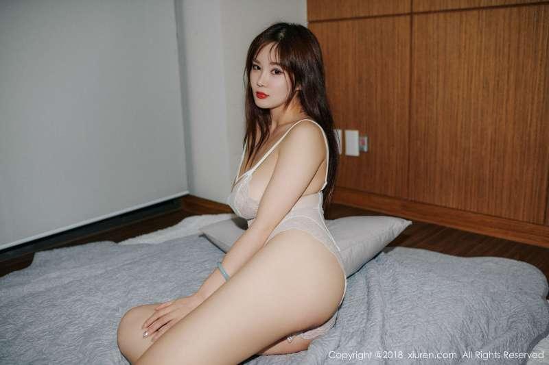巨乳女神@易阳Silvia第三套性感诱惑写真