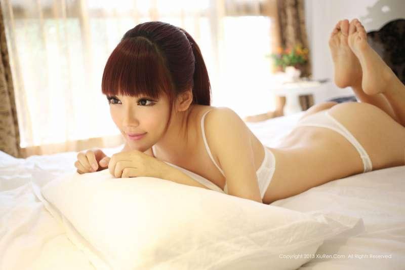 妮儿Bluelabel-年轻甜美性感火辣的女孩