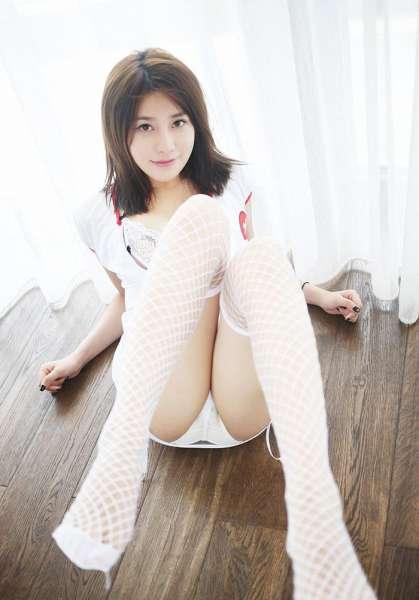 气质美女许诺Sabrina三亚旅拍 护士制服装美得让人窒息[23P]