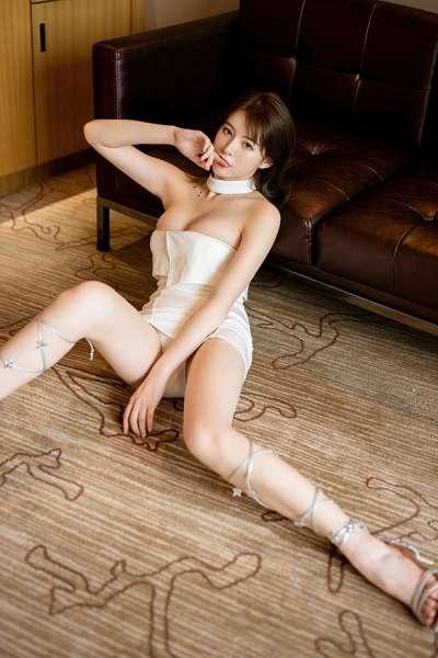 气质御姐优优白短裙美腿无比性感[28P]