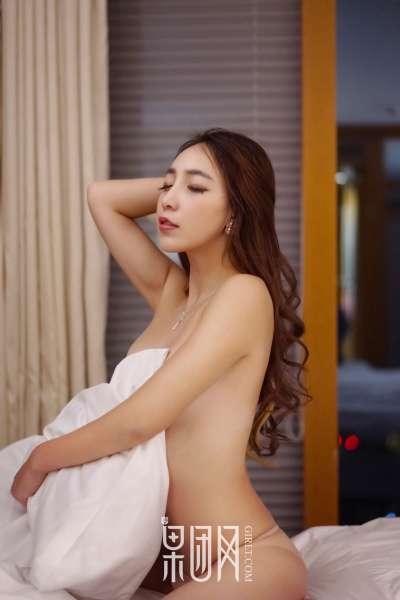歆小兔chobits黄歆苑 - 半裸+透视+浴巾 翘臀写真套图