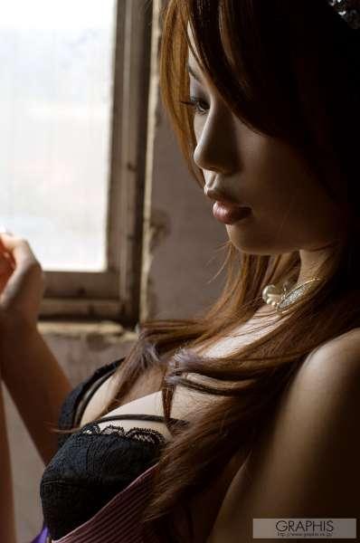 霞理沙~翘臀美女激情写真
