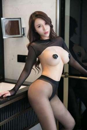 大奶美人尤妮丝连体黑丝袜裤爆乳遮点激情写真