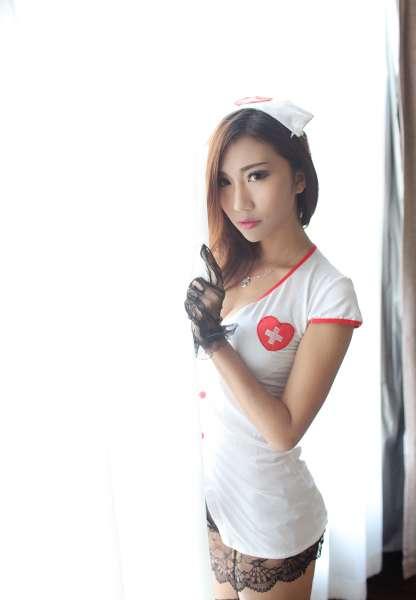 爆乳丽人章欣欣私房护士制服黑丝袜写真